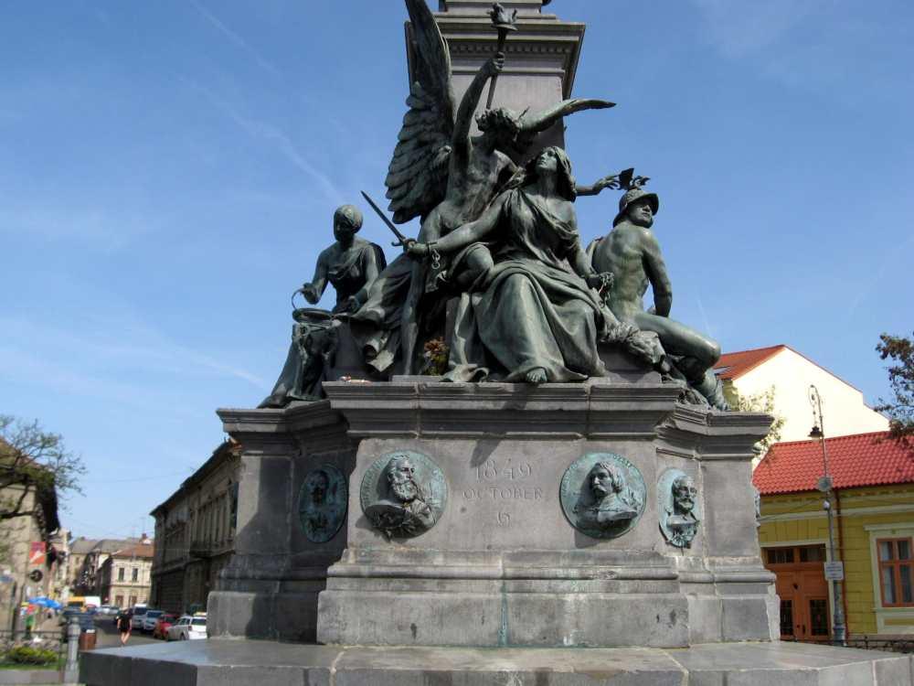 Az aradi Szabadság-szobor részlete. Ébredő szabadság. Fotó: Vallasek István