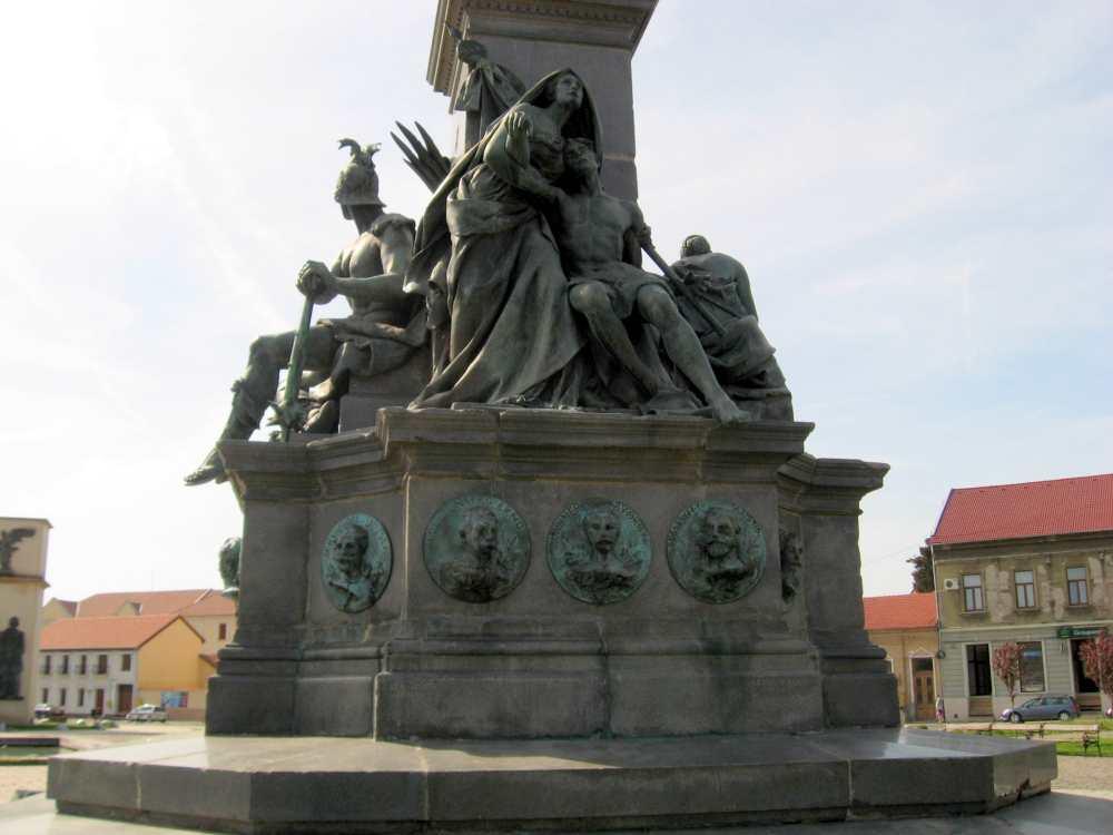 Az aradi Szabadság-szobor részlete. Haldokló harcos. Fotó: Vallasek István