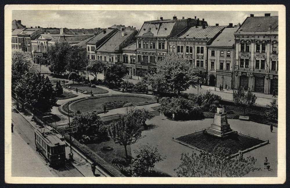 Kassa – Fő utca, 1939. A K 570-es jelzetű képeslap felvétele egy néhány évvel korább cseh képeslapon. Jelzet: K 567– Plakát- és Kisnyomtatványtár