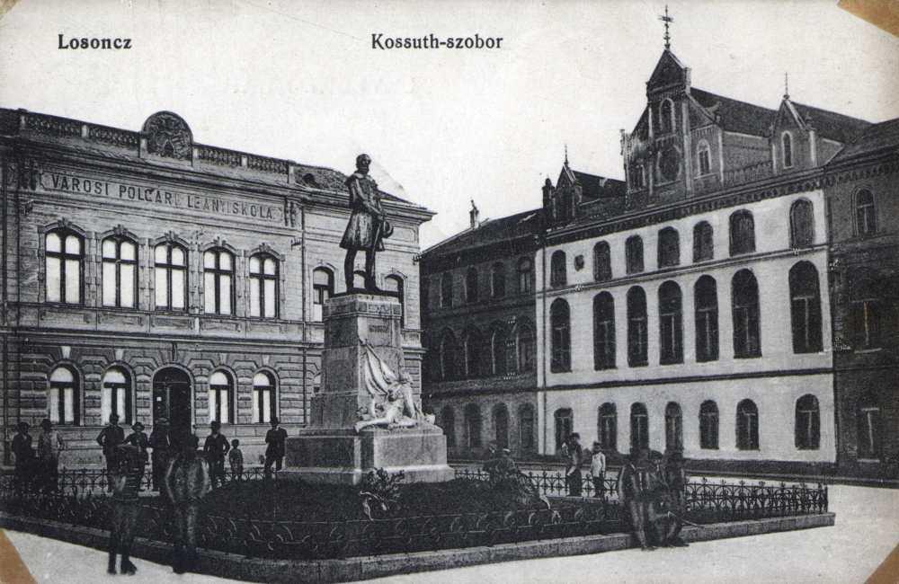 A Kubinyi tér Losoncon Kossuth Lajos szobrával – Térkép-, Plakát-, és Kisnyomtatványtár. Jelzet: L 457