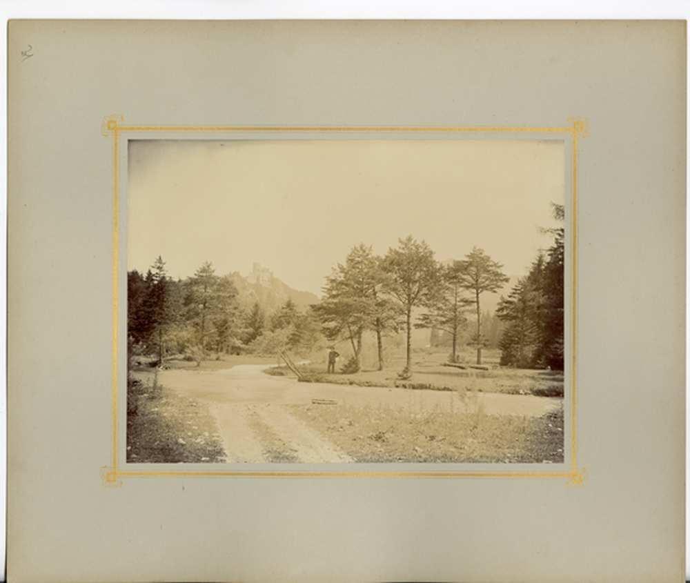 Nagy-fátrai táj, a háttérben Blatnica várával és középen talán Révayval – Történeti Fénykép- és Videótár. Jelzet: FTD 0166