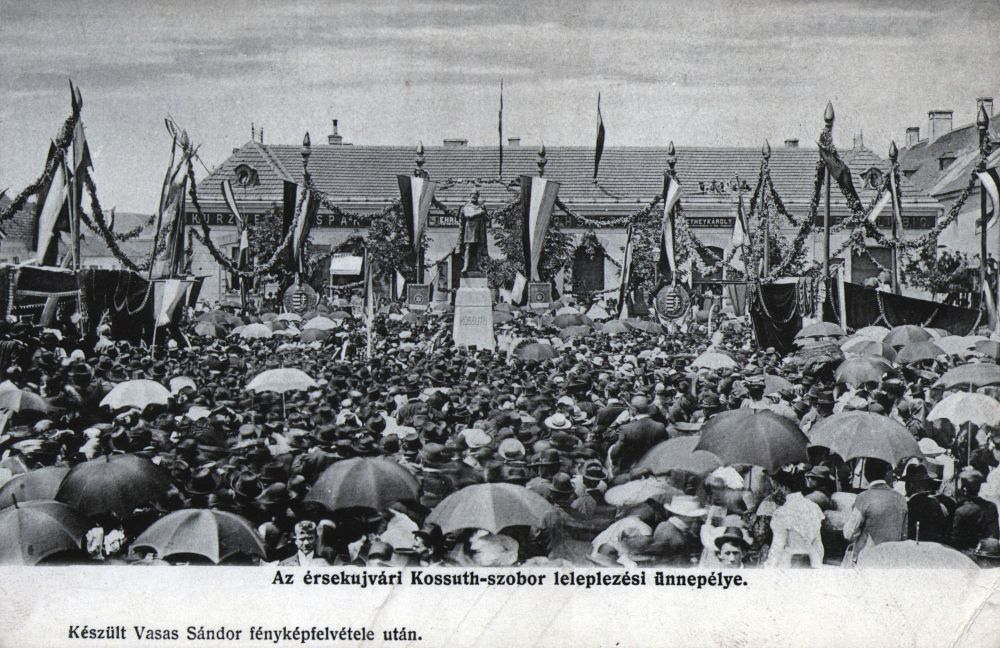 A Kossuth-szobor leleplezési ünnepe – Térkép-, Plakát-, és Kisnyomtatványtár. Jelzet: E 812.