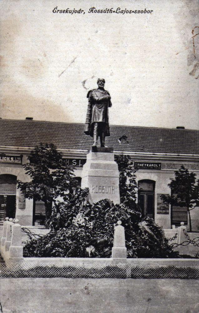 Érsekújvár, Kossuth-szobor – Térkép-, Plakát-, és Kisnyomtatványtár. Jelzet: E 818.