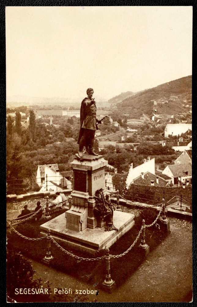Petőfi szobra Segesváron – Térkép-, Plakát- és Kisnyomtatványtár, S 380.