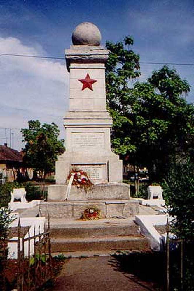 8_szovjet_emlekmu_tiszaujlak_wikipedia.jpg