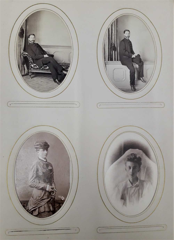 Albumlap a családi portréalbumból, Révay Ferenc két fiatalkori ülő képmásával