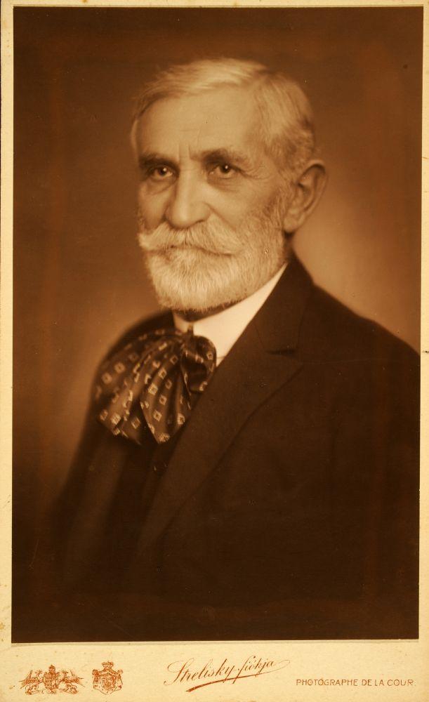 Benedek Elek arcképe. Fotó: Strelisky Sándor, 1917 – Kézirattár. Jelzet: Arckép 124.