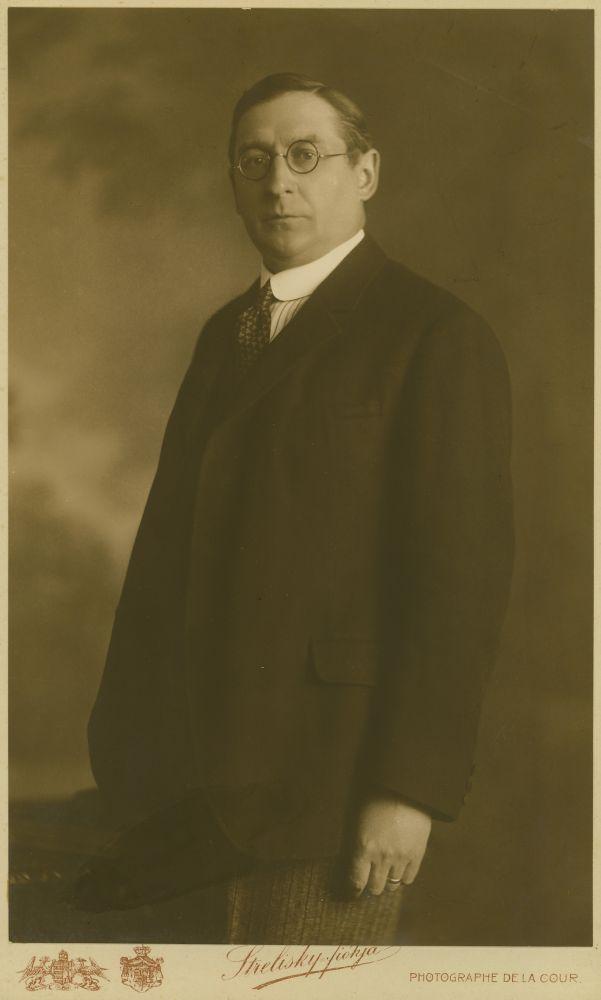 Klebelsberg Kunó arcképe. Fotó: Strelisky Sándor, 1917 – Kézirattár. Jelzet: Arckép 526