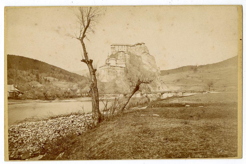 Árva vára: látkép. Divald Károly, Árvaváralja, 1863 és 1905 között – Történeti Fénykép-és Videótár. Jelzet: Ftb 127.
