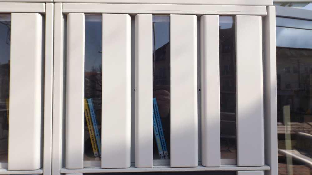 A Méliusz Juhász Péter Könyvtár új szolgáltatása a koronavírus-járvány idején: a Központi Könyvtár bejáratánál már egy automata (locker) segítségével is lehet könyvet, illetve egyéb dokumentumokat kölcsönözni és visszaadni.