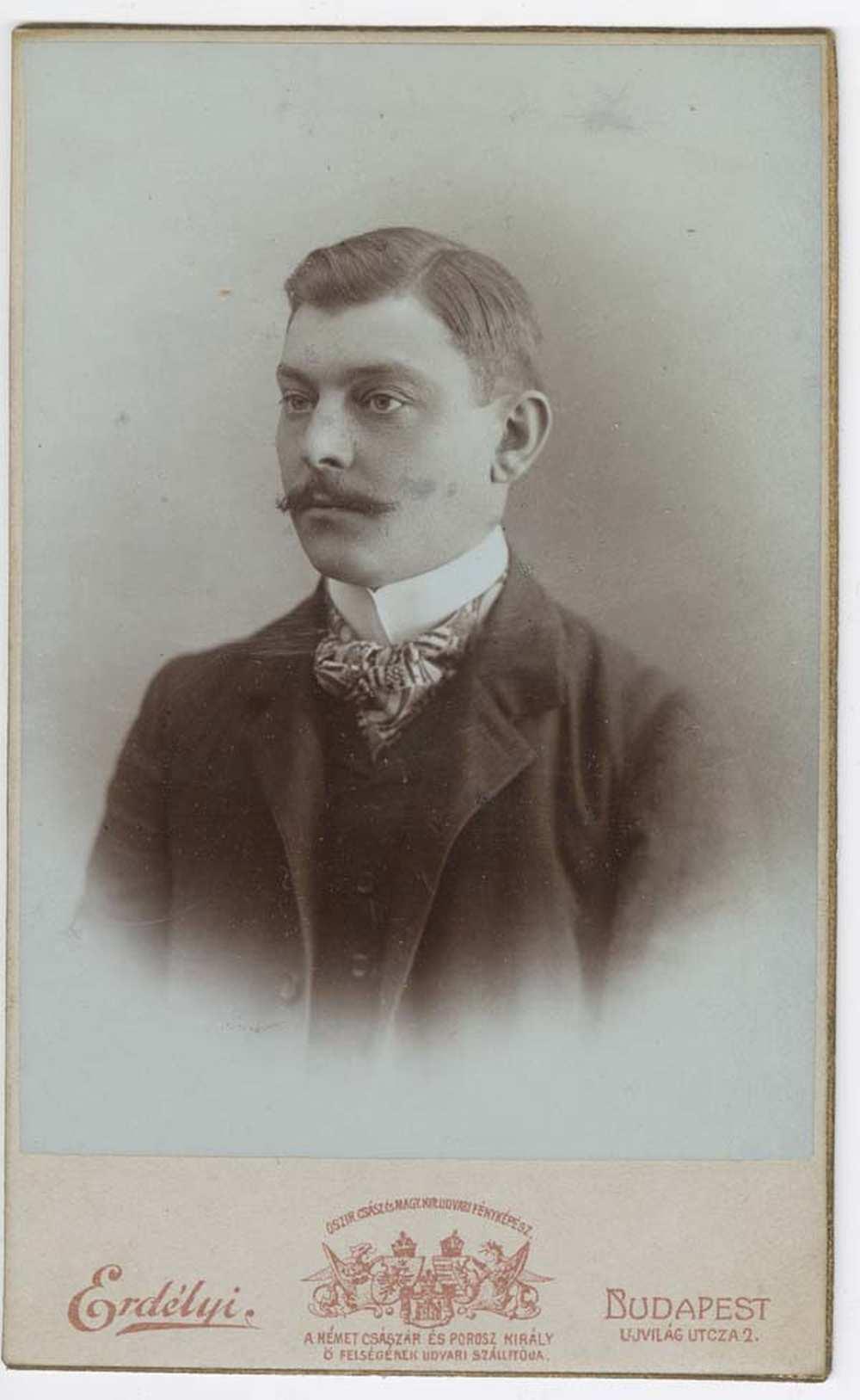 Fiatal férfi képmása – Történeti Fénykép-és Videótár. FTA 1865.
