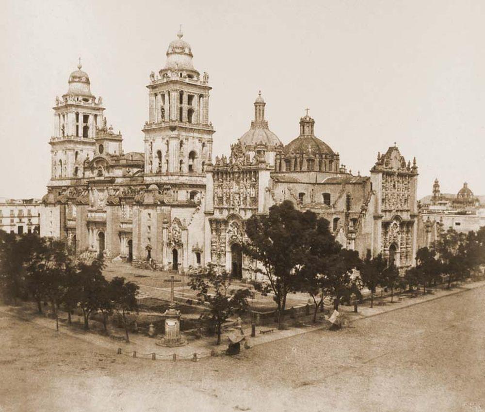 A székesegyház látképe Mexikóban a szemközti Nemzeti Palotából felvéve. Jelzet: FTD 133 – Történeti Fénykép- és Videótár