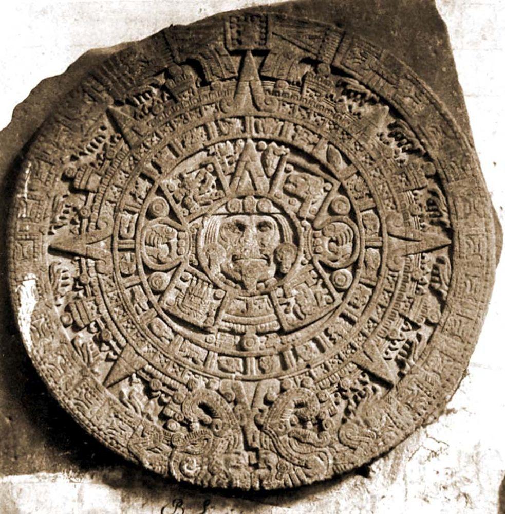 Azték naptár a mexikói székesegyházba falazva. (Mexikó). Jelzet: FTD 157 – Történeti Fénykép- és Videótár