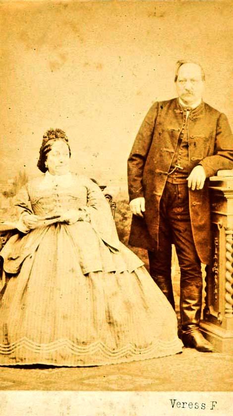 Ismeretlen férfi és nő páros portréja (Kolozsvár, 1852–1890) – Történeti Fénykép-és videótár. Jelzet: FTA 471