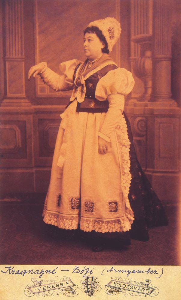 Kőrösi Mária mint Zsófia Jókai Mór Az arany ember című művében (1885, Kolozsvár) – Színháztörténeti és Zeneműtár. Jelzet: KB XIII. 280
