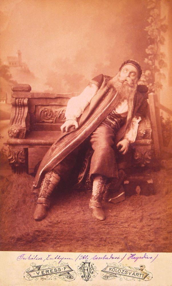 Hegedűs Ferenc mint Ali Csorbadzsi Jókai Mór Az arany ember című művében (1885, Kolozsvár) – Színháztörténeti és Zeneműtár Jelzet: KB 11849/1953