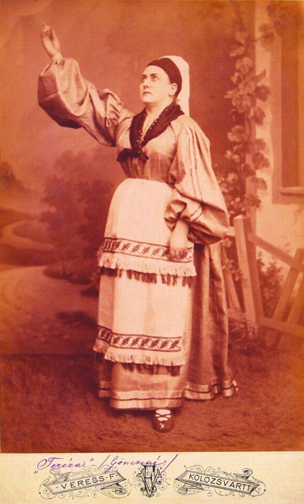 Göncziné Csuka Laura mint Terézia Jókai Mór Az arany ember című művében (1885, Kolozsvár) – Színháztörténeti és Zeneműtár. Jelzet: 11855/1953 - KB