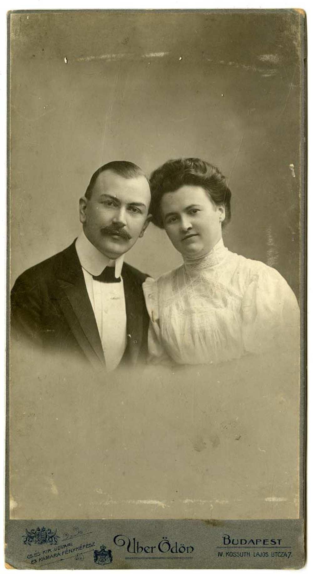 Ismeretlen férfi és nő páros portréja, 1890 és 1931 között. Jelzet: FTB 119. – Történeti Fénykép- és Videótár