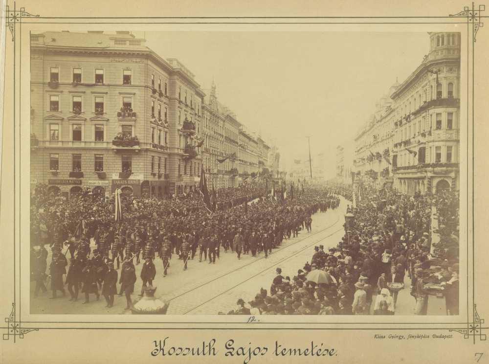 Kossuth Lajos temetési menete a Dohány utcánál, 1894. április 1., Fortepan/Budapest Főváros Levéltára. HU.BFL.XV.19.d.1.04.007.