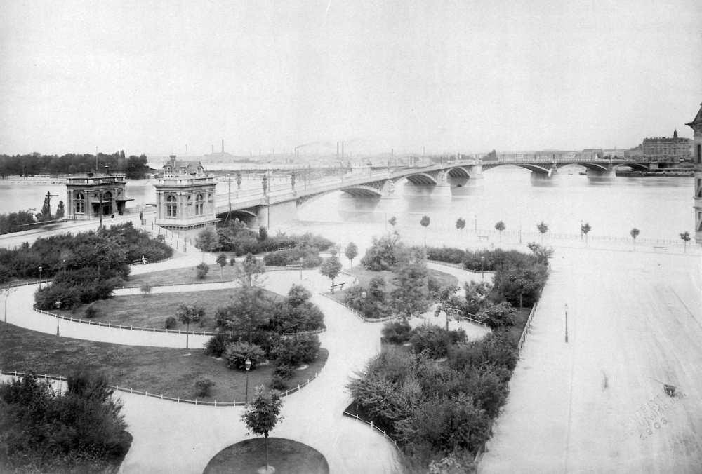 A Margit híd a budai hídfőtől nézve, 1903. – Fortepan. Adományozó: Saly Noémi, 17981.