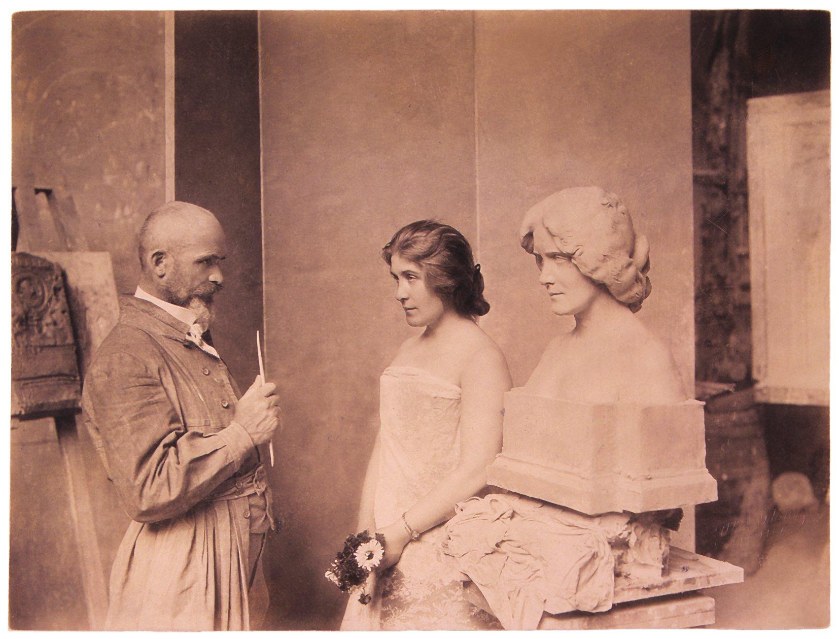 Márkus Emília Stróbl Alajos műtermében 1899-ben. Jelzet: KB 4076/82 – Színháztörténeti és Zeneműtár