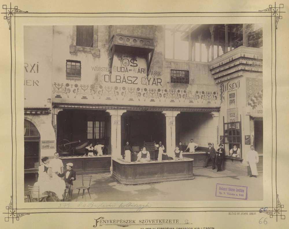 Millenniumi kiállítás. Ős Budavári kolbászgyár pavilon, 1896. A kép forrása: Fortepan/ Budapest Főváros Levéltára. HU.BFL.XV.19.d.1.10.125.