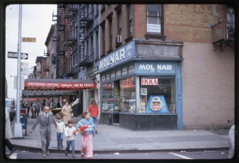 """Novák Ferenc: Utcakép """"Kis-New Yorkról"""", 1970-es évek eleje"""