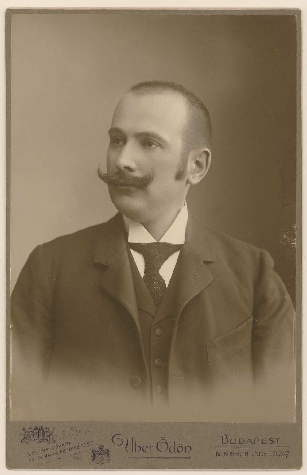 Pekár Károly portré. Jelzet: Arckép 821 – Kézirattár
