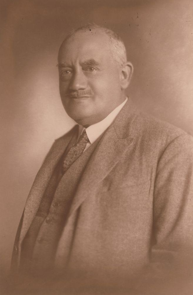 Pólya Jenő arcképe. Fotó: Strelisky, 1917 – Kézirattár. Jelzet: Arckép 335