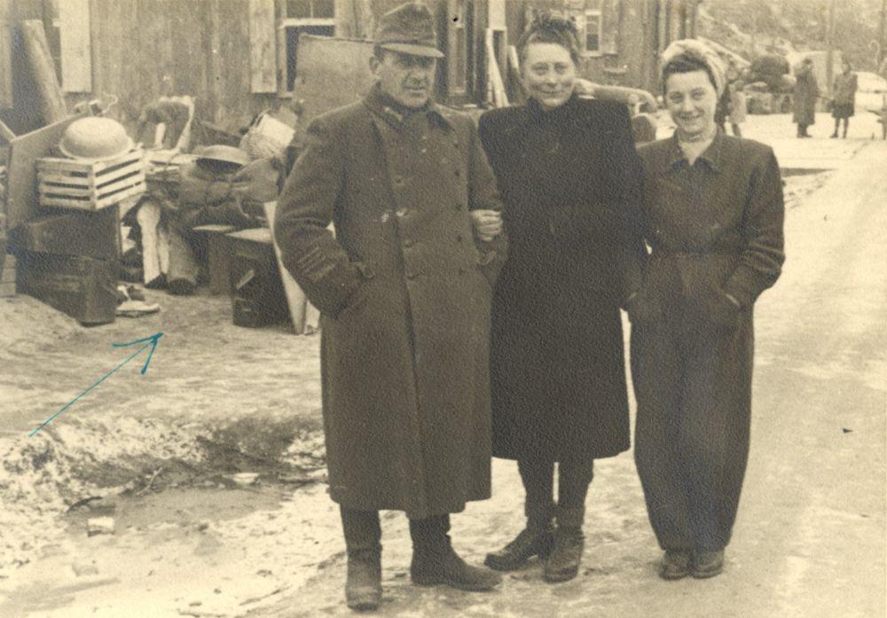 A Szász család Ausztriában 1946-ban. Fénykép