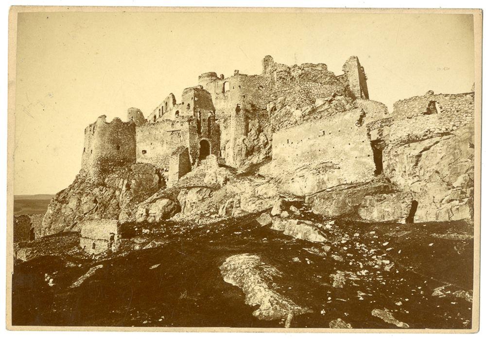 A szepesi vár: látkép. Divald Károly. Szepesváralja, 1863 és 1905 között – Történeti Fénykép- és Videótár. Jelzet: Ftb 129.