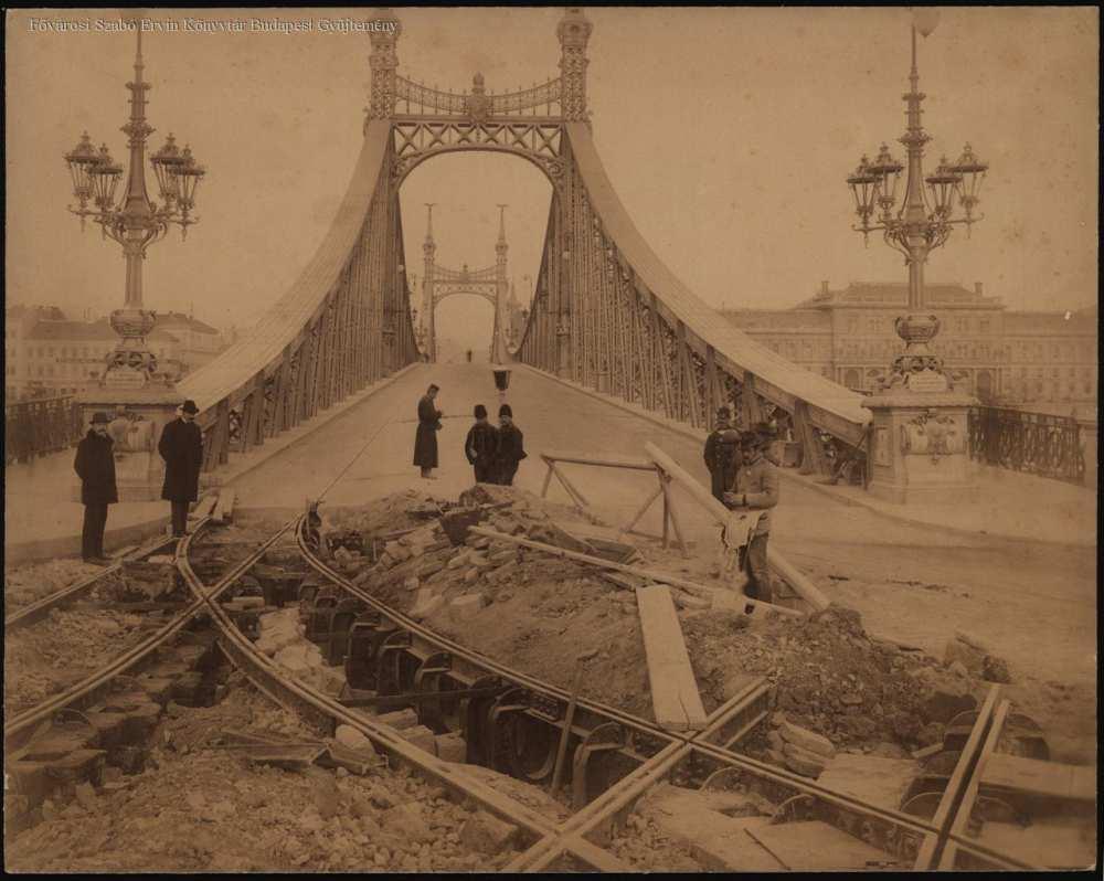 Villamospálya építése a Margit hídnál  – Fővárosi Szabó Ervin Könyvtár, Budapest Képarchívum 010298