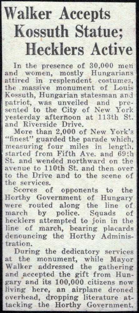 Újságkivágat Schüszler Lajos építészmérnök háromkötetes albumából, amely az amerikai magyar közösségek kezdeményezésére felállított New York-i Kossuth-szobor 1928-as avatását örökítette meg.