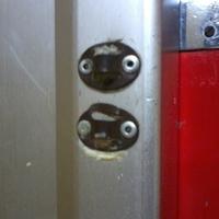Három kicsi néger liftajtóra tapadt,...