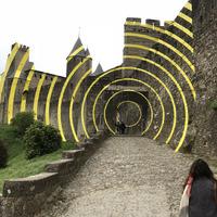 Kiverte a biztit az összefirkált francia vár