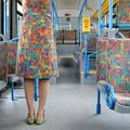 A nő, aki busznak öltözött
