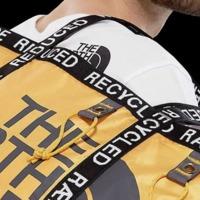 Trendi táska újrafelhasznált sátorból