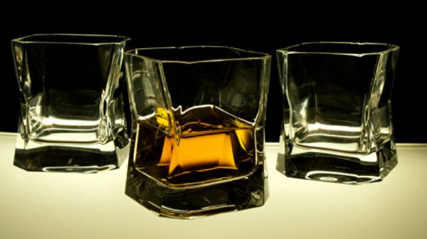 blade-runner-whiskey-glass-600x337.jpg