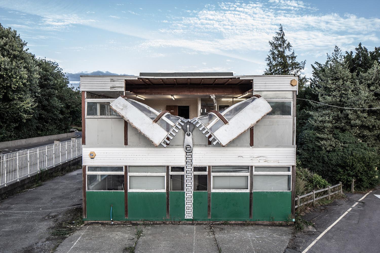 A felforgatott ház és a szétcsavart seprű különös esete