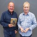 Karnyújtásnyira állni Steve Jacksontól és Ian Livingstone-tól