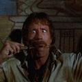 Itt a szegény ember Indiana Jonesa: Chuck Norris!