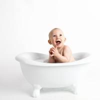 Utazásnál mivel fürödjön a baba (is)?