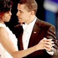 Obama elnök körömlakkja