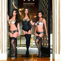 Bugyiban a szexi Kardashian nővérek