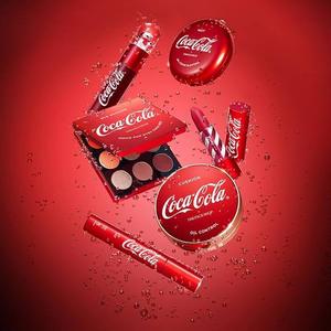Üdítő smink: Coca-Cola!