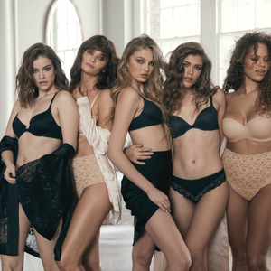 A Victoria's Secret fotókon Palvin Barbi Helena Christensennel