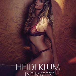 Heidi Klum már megint levetkőzött