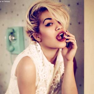 Rita Ora a Rimmel Londonnak tervez