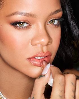 Rihanna rúzsai elég erősek lettek!