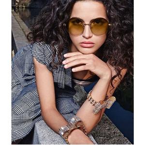 A Dolce&Gabbana téli napszemüvegeit jól látni